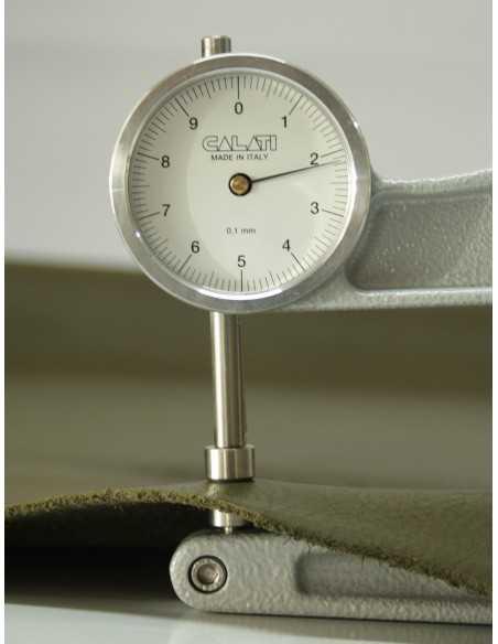 Grosor piel ternera, entre 2.0 y 2.4 mm, super resistente y flexible ideal para artículos de cuero de uso diario