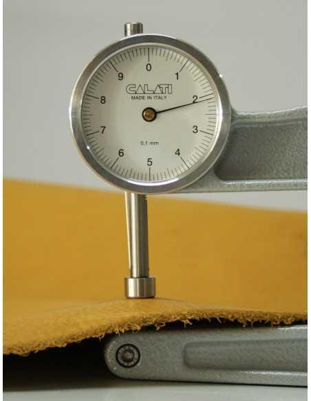 La napa ternera tiene un grosor entre 2.0 y 2.4 mm que la hace una piel muy resistente