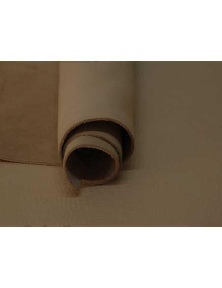 Color Taupe en napa ternera, una piel con suave y a la vez resistente