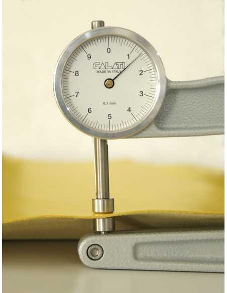 El grosor de este cuero suele estar entre 1.3 y 1.5 mm por lo que permite realizar todo tipo de artículos de piel