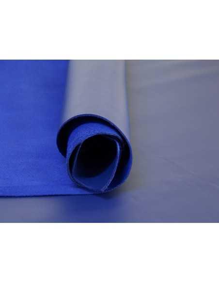 Napa lisa en color Azulón, un tono llamativo y juvenil para artículos de piel