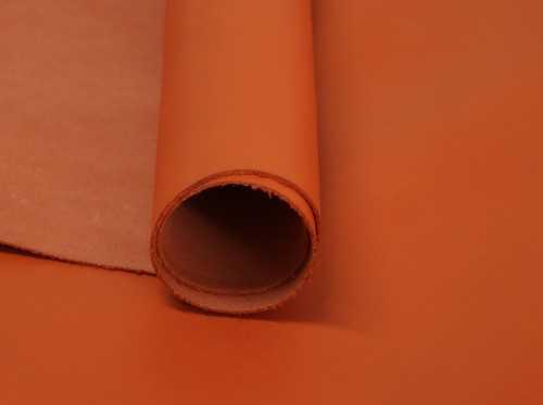 Cuero liso color Naranja para fabricación de artículos de piel con aspecto formal