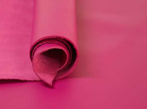Napa Lisa color Magenta para productos de piel con aire alegre y vital